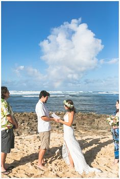 An Oahu Beach Wedding was perfect for Janet and Martin! These two met in college on Oahu and moved to California after graduation. Hawaii Hair, Oahu Beaches, Grace Christian, Beach Wedding Locations, Paradise Cove, White Wedding Bouquets, Wedding Pics, Newlyweds
