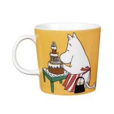 Shop the Moomin Moominmamma Cartoon Character Mug by Arabia, a must-have collectible porcelain/ceramic mug decorated with a cult classic Moomin story. Moomin Shop, Moomin Mugs, Magic Bag, Moomin Valley, Tove Jansson, Buy Chair, Porcelain Mugs, Mom Mug, Nordic Design