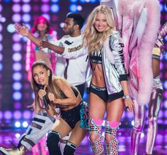 Ariana Grande Hit In The Face At Victoria's Secret Fashion Show - VIctoria's Secret Fashion Show 2014 - Elle