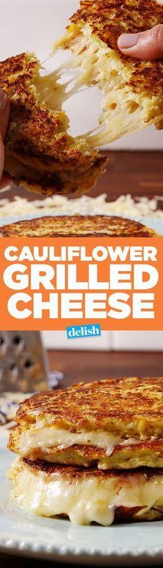 Cauliflower Grilled Cheese cerca de 4 xícaras de couve-flor processadas 2 ovos, ligeiramente batidos 1/2 xíc. parmesão ralado 1/2 colher de chá. orégano Recheio que quiser! #Cheese