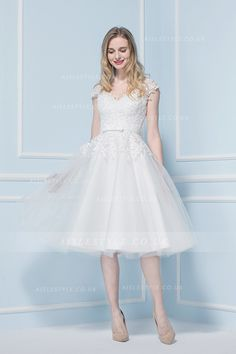 2017 V Neck Lace Bodice Tea Length A-line Lace Bodice Short Tulle Wedding Dress with Sequinned Back