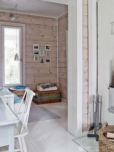 Pääsimme tekemään juttua Mian ja Jannen perheen mökiltä ja juttu julkaistiin Glorian kodissa no 5/2015. Kuvat Krista Keltanen. Juttu Jonna Kivilaht... House Yard, Sweet Home, Cottage, Patio, Inspiration, Interior Design, Architecture, Outdoor Decor, Lappland