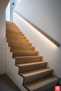 A light strip under the stair rail gives a nice effect .- Een lichtstrip onder de trapleuning geeft een mooi effect Stairway Railing Ideas, Outdoor Stair Railing, Stairway Lighting, Stair Railing Design, Iron Stair Railing, Stair Handrail, Staircase Railings, Modern Staircase, Hardwood Stairs