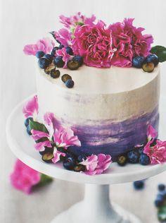 Painted By Cakes: KAKKUJA SISUSTUSLEHDESSÄ - CAKES IN AN INTERIOR DESIGN MAGAZINE