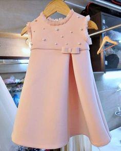 Girls Frock Design, Baby Dress Design, Kids Frocks Design, Baby Frocks Designs, Baby Girl Dresses Diy, Baby Girl Frocks, Little Girl Outfits, Kids Outfits, Dress Girl