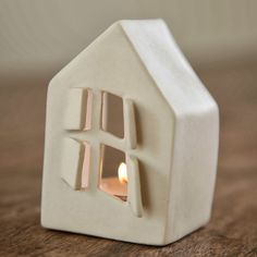 clay house candle holder idea - could be cleaner and more detailed house, def in white, with chimney for smoke. Clay Houses, Ceramic Houses, Ceramic Clay, Ceramic Pottery, House Candle Holder, Ceramic Candle Holders, Diy Clay, Clay Crafts, Diy Luminaire