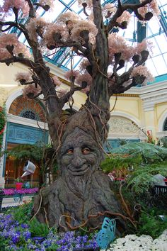This is the talking tree at the Belagio in Las Vegas