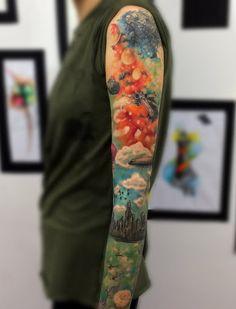 Esta tatuagem representa não apenas o espaço, mas também a nossa casa, a Terra. É mais leve e mostra a incrível diferença aqui na Terra e no espaço sideral.