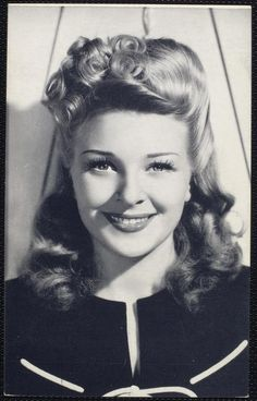 gorgeous pin up hair www.vintageclothin.com