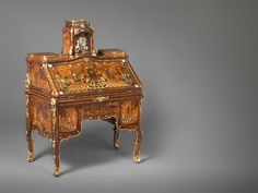 Abraham Roentgen's Writing Desk.  This table is from Rijksmuseum, Amsterdam, and is on view at The Metropolitan Museum of Art in the exhibition Extravagant Inventions: The Princely Furniture of the Roentgens: http://www.metmuseum.org/en/exhibitio...  More information about this object can be found here:http://www.rijksmuseum.nl/collectie/B...  Footage courtesy of VideoART GmbH and Kunstgewerbemuseum, Staatliche Museen zu Berlin.