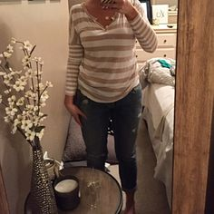 Relaxed long sleeve tee Relaxed fit in body, fitted sleeve. No signs do wear- excellent condition! Old Navy Tops