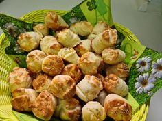 pihe-puha-pogacsa-recept-elronthatatlan-es-elkepesztoen-finom Fun Easy Recipes, Easy Meals, Russian Recipes, Jamie Oliver, Biscuit Recipe, Diy Garden Decor, Bakery, Rolls, Food And Drink