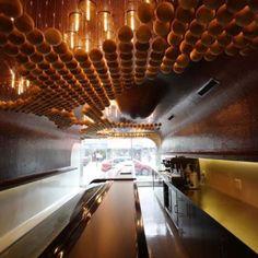 Omonia Bakery, em Astoria, Nova York, EUA. Projeto do escritório Bluarch. #bar #bares #cafe #coffee #cafes#encontro #meeting #encontros #interior#interiores #artes #arts #art #arte #decor#decoração #architecturelover #architecture#arquitetura #design #projetocompartilhar#davidguerra #shareproject #omonia #astoria #novayork #ny #newyork #eua #bluarch