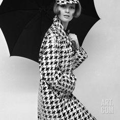 Vintage Fashion: Black and White Houndstooth Jacket. Model Celia Hammond photo by John French Mod Fashion, Fashion Moda, 1960s Fashion, French Fashion, Vintage Fashion, Fashion Black, Estilo Twiggy, Estilo Mod, Vogue Vintage