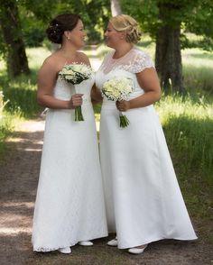 Har påbörjat arbetet att redigera bröllopsbilderna till Anna och Erika. De underbara blommorna kommer från Vasafloristen i Linköping. #vasafloristen #bröllop #bröllop2016 #tinnerö #linköping #linköpinglive #lkpg #meralink #bröllopsfotograf #bröllopsinspiration #bröllopsfoto #jonas_fotograf #ig_captures #ig_masterpiece #ig_great_pics #igsweden #sverige #igwedding #wedding  #weddingphotographer