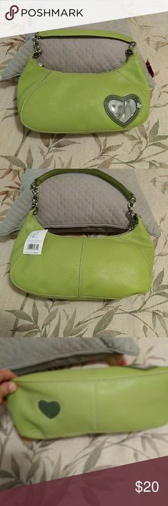 """NWT Liz Claiborne green purse NEW Liz Claiborne green """"Picture This"""" purse. Has a heart shaped photo holder on the front with a charm. Super cute!   Measurements are 12"""" lengthwise on base and 6"""" in height (see new pics). Thanks for looking! Liz Claiborne Bags Shoulder Bags"""
