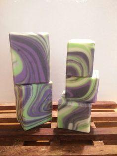 Medellin Soap! Spinning Swirl! I love this technique! #soap #diy #soap_color #cp_soap #soap_swirl