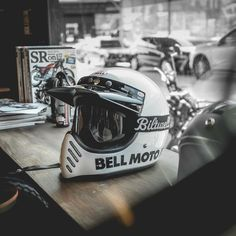 I genuinely am into specifically what they did with this specialty Classic Motorcycle Helmet, Custom Motorcycle Helmets, Custom Helmets, Retro Motorcycle, Motorcycle Style, Motorcycle Outfit, Bell Moto 3, Biker Photography, Cafe Racer Helmet