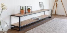 Elegant TV meubel van massief eiken. Het eiken is in meerdere lakken en olies uitvoerbaar. #tabledusud @tvmeubel #industrieel #eiken