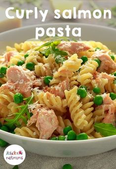 Salmon pasta is a great way to get fish and omega 3 into your kids' diets. Our recipe includes broccoli and peas for extra goodness, but you could throw in whatever veg you like! Healthy Toddler Meals, Toddler Food, Salmon And Broccoli Pasta, Sauce For Salmon, Easy Food To Make, Dinners For Kids, Omega 3, Quick Meals, Diets
