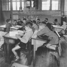 1956 L'observateur à genoux