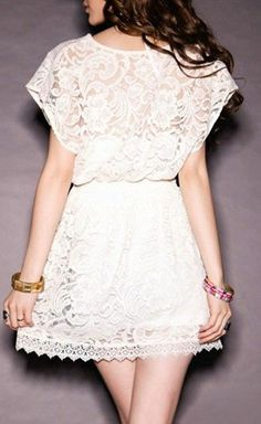 This white lace dress is so pretty! No? :3