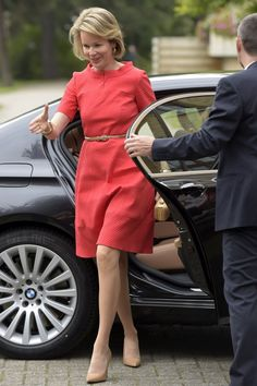 Queen Mathilde arrives at the Borgerstein Association.