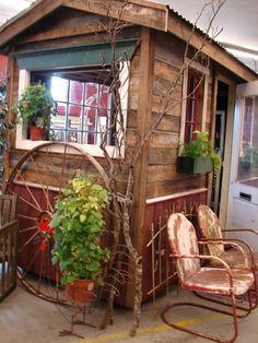 Gartenhäuser aus Holz – schönes und kompaktes Gartenhaus im Hinterhof - Gartenhäuser aus Holz kreis  laub bunt alt interessant small house