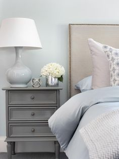 Pretty blue with grey room.Welcoming Guest Bedroom Ideas for Wi. Pretty blue with grey room.Welcoming Guest Bedroom Ideas for Winter Visitors Grey Bedroom Design, Bedroom Colors, Bedroom Ideas, Headboard Ideas, Grey Headboard, Gray Bedding, Nailhead Headboard, Bedroom Night, Bedroom Images