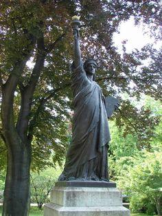 Amiti les and signes on pinterest - Statue de la liberte jardin du luxembourg ...