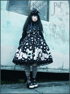Adorable Lolita coord! Is it Gothic? or Bittersweet?