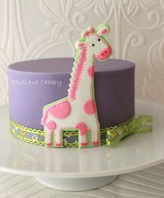 Baby Shower Giraffe Cake, maybe this with flower cookies on side not giraffe