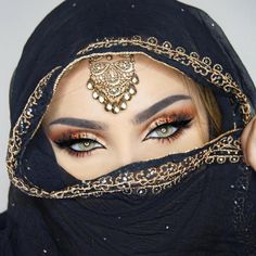 The Secrets and Tricks of the Glamorous Makeup of Arabic WomenYou can find Arabic makeup and more on our website.The Secrets and Tricks of the Glamorous Makeup of Arabic Women Arabian Makeup, Arabian Beauty, Pretty Eyes, Beautiful Eyes, Beautiful Arab Women, Arabic Eyes, Bollywood Makeup, Bollywood Fashion, Arabian Women