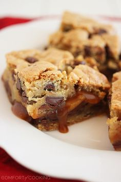 Salted Caramel Chocolate Chunk Cookie Bars - 36 Heavenly Cookies That'll Make Your Mouth Water . Salted Caramel Chocolate, Chocolate Chunk Cookies, Chocolate Caramels, Caramel Bars, Chocolate Morsels, Chocolate Dipped, Baking Recipes, Cookie Recipes, Dessert Recipes