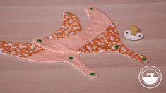 Babero portachupetes con patrón gratis , fácil y práctico Bandanas, Saris, Measuring Spoons, Cotton Canvas, Baby Things, Free Pattern, Fabrics, Patterns, Sarees