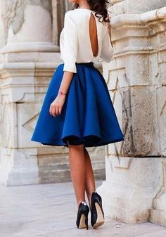 Simple Summer to Spring Outfits to Try in 2019 – Prettyinso Simple Fall Outfits, Fall Fashion Outfits, Modest Fashion, Chic Outfits, Fashion Dresses, Metallic Skirt Outfit, Blue Skirt Outfits, Dress Outfits, Autumn Fashion Grunge