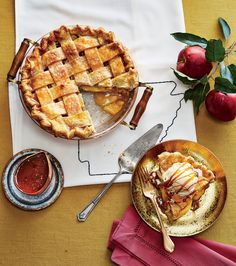 he heirloom apple that makes this apple pie so tasty hails from Benton County, Arkansas. Thanksgiving Desserts, Fall Desserts, Delicious Desserts, Dessert Recipes, Apple Pie Recipes, Apple Desserts, Apple Pies, Arkansas Black Apple, Caramel Apples