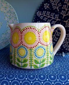 Ceramic Cafe, Ceramic Pitcher, Glass Ceramic, Bisque Pottery, Pottery Mugs, Ceramic Pottery, Pottery Painting Designs, Pottery Designs, Folk Art Flowers