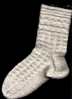 Twined Socks: Zig-Zags and Os by designer Beth Brown-Reinsel, on Craftsy. Knit Mittens, Crochet Slippers, Knit Or Crochet, Knitting Socks, Hand Knitting, Knitting Designs, Knitting Projects, Knitting Patterns, Knitting Stiches