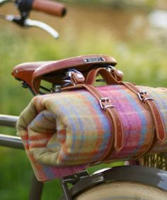 Bicycle Accessories – Helmuts, Cute Bike Gadgets 2013 bike with blanket strapped on for that impromptu picnic or concert in the park Velo Vintage, Vintage Bicycles, Bike Gadgets, Spy Gadgets, Camping Gadgets, Cool Bike Accessories, Cruiser Bike Accessories, Cycle Chic, Bicycle Maintenance