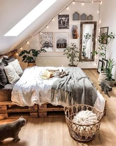 Awesome Bohemian Bedroom Designs and Decor Bohemian Bedroom Decor Awesome Bedroom Bohemian bohoHomeDecor Decor Designs Room Inspiration Bedroom, Dorm Room Inspiration, Home Decor, Room Decor, Room Decor Bedroom, Bedroom Decor, Girl Bedroom Decor, Bohemian Bedroom Design, Cozy Room Decor