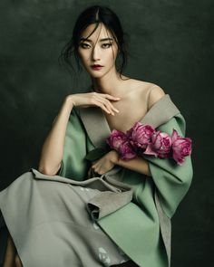 Jingna Zhang 张晶娜 - Fashion, Fine Art & Beauty Photography - Harper's Bazaar Vietnam – Ji Hye Park Source by vivianefabarius - Fashion Shoot, Editorial Fashion, Fashion Art, Fashion Studio, Floral Fashion, Beauty Photography, Portrait Photography, Fashion Photography, Photography Flowers