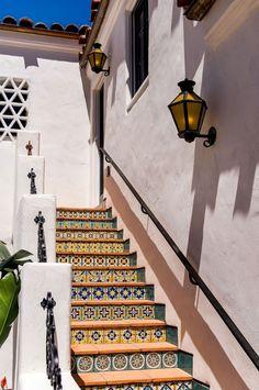 Spanish style homes – Mediterranean Home Decor Spanish Colonial Homes, Spanish Bungalow, Spanish Style Homes, Spanish Revival, Spanish House, Hacienda Homes, Hacienda Style, Spanish Architecture, Colonial Architecture