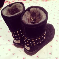 LOVE it This is my dream ugg boots-fashion ugg boots! Click pics for best price ♥ugg boots♥ Ugg Boots Outfit, Ugg Shoes, Sheepskin Ugg Boots, Ugg Boots Sale, Baskets, Uggs For Cheap, Ugg Bailey Button, Bailey Bow, Site Nike