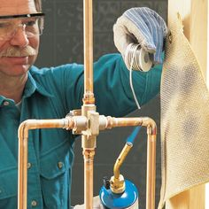 Soldering copper water supply lines is not a difficult skill. Even a rookie can learn soldering copper pipe leak-proof joints in 30 minutes. Pex Tubing, Copper Tubing, Soldering Copper Pipe, Soldering Pipes, Copper Welding, Copper Pipe Fittings, Copper Pipes, Leaking Pipe, Gas Pipe