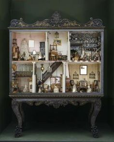 Dollhouse of the Gontard family, spruce, painted, lacquerwork with gold-foil gilding, dolls: wax, wood, textile, 190 x 160 x 56 cm, 18th and 19th c