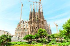 世界遺産として有名なサグラダ・ファミリア。スペインのバルセロナにある大聖堂です。いまだ未完のサグラダ・ファミリアが2026年に完成すると発表されました!完成まで約300年はかかると言われていましたが、約半分の期間で完成するのは、なぜなんでしょう?ついについに、完成するのでしょうか!?    サグラダ・ファミリアとは?...