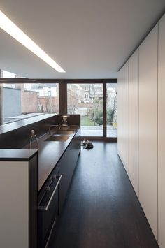 Bruno Vanbesien Architects: T&A House, Gent. Small Apartment Kitchen, Small Apartments, Kitchen Inspiration, Carpentry, Interior Architecture, Dining Room, Cooking, House, Furniture
