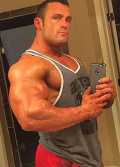 Yet another celebration of all things big and beefy. SF Bay based muscle and beef enthusiast. Big Guys, Big Men, Selfies, Ripped Men, Mens Shoulder Tattoo, Strong Shoulders, Muscle Hunks, Muscle Man, Body Building Men