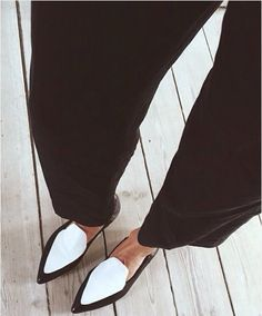the dream white pointed loafers http://rstyle.me/n/utscqv8uw <3